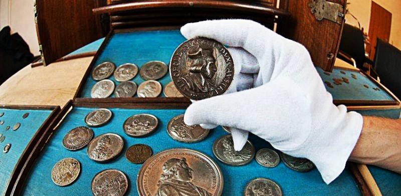 Редкие монеты украшают коллекцию нумизмата
